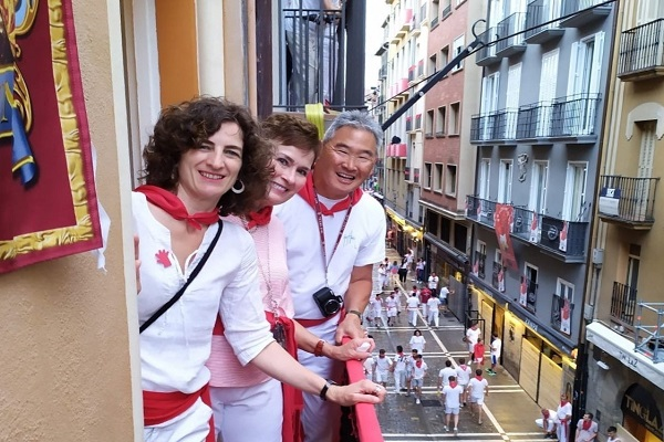 balcony running of the bulls (00000002)_3.jpg