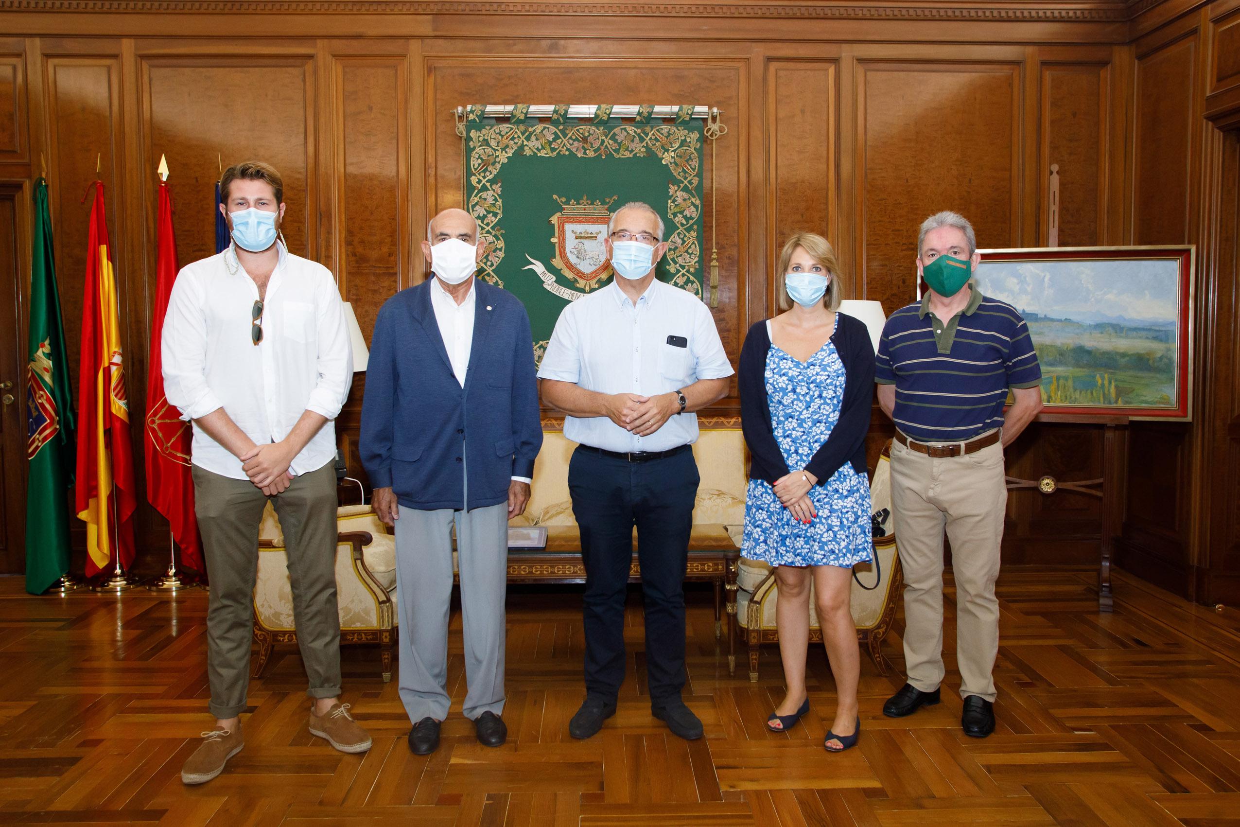 Maya recibe a la nueva junta de la Asociación Cabalgata Reyes Magos de Pamplona